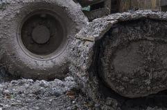 Замороженная грязь на колесах тяжелой техники стоковые изображения rf