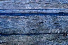 Замороженная деревянная поверхность покрытая ледяными кристаллами в свете раннего утра Стоковое фото RF