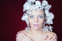 Замороженная женщина с стилем причёсок зимы и составом рождества Стоковые Изображения