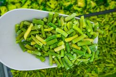 Замороженная зеленая спаржа на плече стоковое фото
