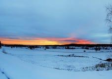 замороженная зима воды захода солнца ландшафта травы Стоковое Изображение