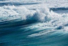 Замороженное движение большой волны на море Стоковая Фотография RF