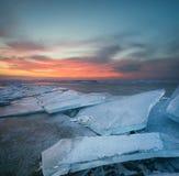 Замороженное море во время захода солнца Стоковая Фотография RF