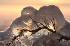 замороженное озеро над заходом солнца стоковое изображение rf