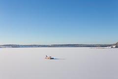 Замороженное озеро с льдом и снегом Стоковое фото RF