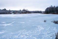 замороженное озеро стоковая фотография