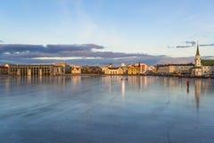 Замороженное озеро Tjornin в Reykjavik, Исландии Стоковые Фото