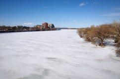 замороженное река Стоковые Изображения