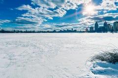 Замороженное река Dnieper в Киеве, Украине, во время зимы Стоковое фото RF