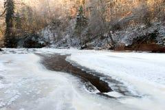 Замороженное скалистое река color ice nice very Стоковые Фото