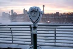Замороженные бинокли на парке штата Нью-Йорке Ниагарского Водопада стоковое изображение rf