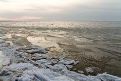 Замороженные блоки льда в море Стоковая Фотография