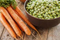 Замороженные зеленые горохи с морковами Стоковая Фотография RF