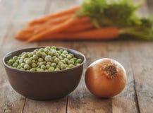 Замороженные зеленые горохи с морковами Стоковая Фотография
