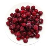 Замороженные сладостные вишни на белой плите Стоковые Фотографии RF