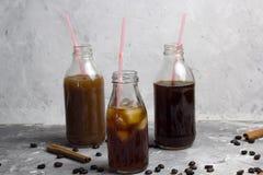 Замороженные установленные бутылки кофе стоковая фотография rf