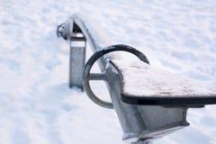 Замороженные seesaws покрытые с снегом и льдом Стоковая Фотография RF