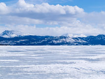 Замороженный ландшафт Юкон Канада зимы Laberge озера Стоковая Фотография RF