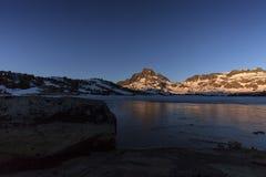 Замороженный восход солнца Сьерры стоковые изображения rf