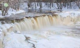 Замороженный водопад в Эстонии Стоковая Фотография