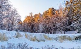 Замороженный водопад Keila-Joa, Эстония на холоде Стоковая Фотография