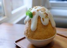 Замороженный Десерт-корейский лед, Patbingsu или Bingsu бритья Стоковые Фотографии RF
