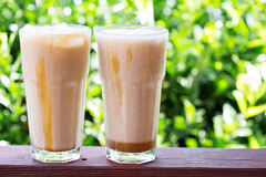 Замороженный кофе в высокорослых стеклах снаружи Стоковое Фото