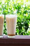 Замороженный кофе в высокорослых стеклах снаружи Стоковые Изображения