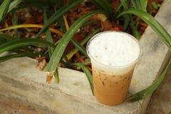 Замороженный кофе на цементе на парке Стоковые Фото