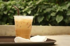 Замороженный кофе на цементе на парке Стоковые Фотографии RF