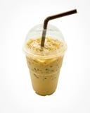 Замороженный кофе с соломой в пластичной чашке Стоковое Фото