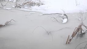 Замороженный крупный план озера видеоматериал