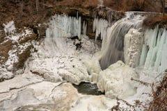Замороженный ландшафт водопада стоковые фотографии rf