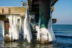 Замороженный мост моря стоковая фотография