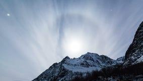 Замороженный поверхностный ландшафт в прибрежной Норвегии с венчиком луны видеоматериал