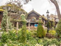 Замороженный фестиваль цветочного сада Epcot фигурной стрижки кустов стоковое изображение