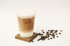 Замороженный latte в на вынос чашке Стоковое фото RF