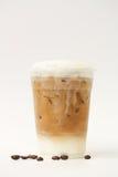 Замороженный latte в на вынос чашке Стоковые Фото