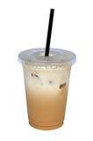 Замороженный latte кофе в пластичной чашке изолированной на белой предпосылке, c Стоковое Изображение RF