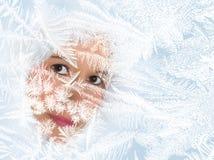 заморожено смотрящ окно стоковая фотография