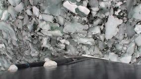 Заморозьте прерывать взгляд ледокола движения от смычка корабля в океане Антарктики сток-видео