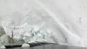 Заморозьте прерывать взгляд ледокола движения от смычка корабля в океане Антарктики акции видеоматериалы