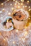 Заморозьте latte специи тыквы меда с взбитой сливк тонизировать селективно Стоковые Изображения