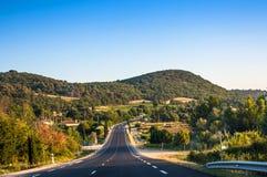 Замотка проселочной дороги через французскую Провансаль Стоковое Изображение