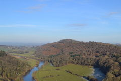 Замотка реки через долину Стоковое Изображение