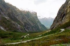 замотка zealand дороги горы новая Стоковая Фотография RF