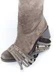 Замша женщин boots коричневый цвет с деталем для украшения Стоковые Изображения