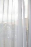 Занавесы в окне стоковые изображения rf