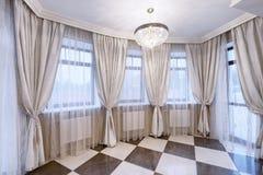 Занавесы украшения окна Стоковые Фотографии RF