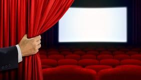 Занавес отверстия руки перед выставкой кино Стоковое Изображение
